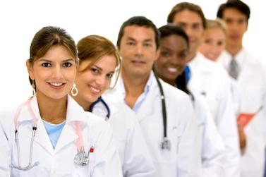 """Création d'un """"métier intermédiaire de santé"""" : un projet de loi qui déclenche une grande hostilité"""
