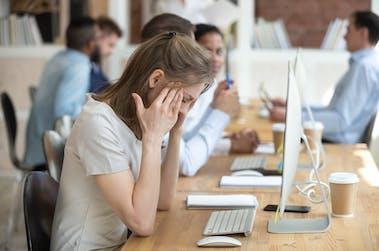 Charge mentale au travail : Comment la détecter et la combattre ?